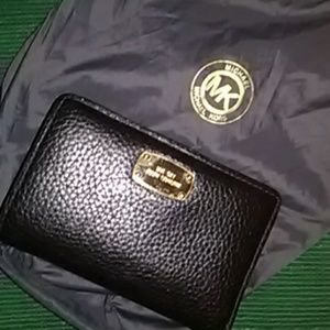 🎄 Beautiful Michael Kors Black Leather Wallet!